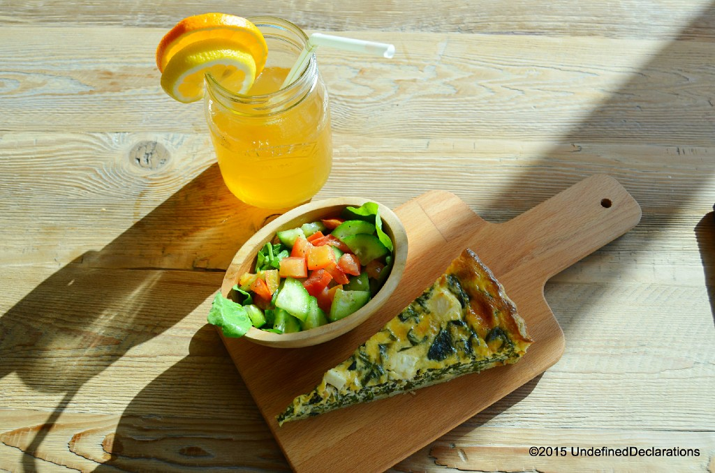 Quiche, a side salad and a home-made iced tea are key ingredients to the perfect lunch!