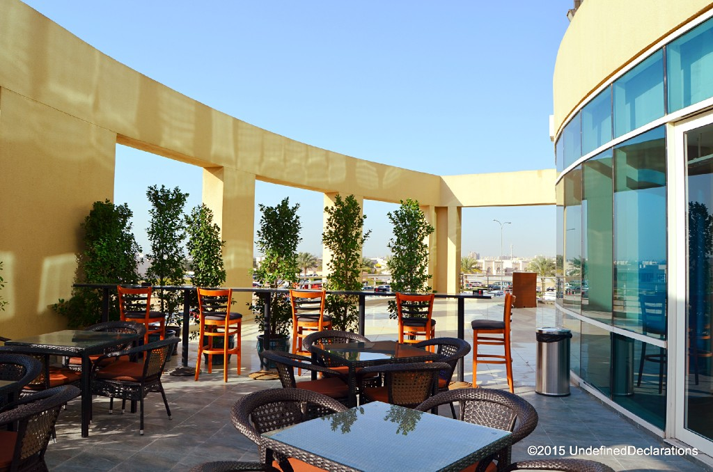 Java Jolt Dubai has a spacious terrace for relaxing in the cool weather
