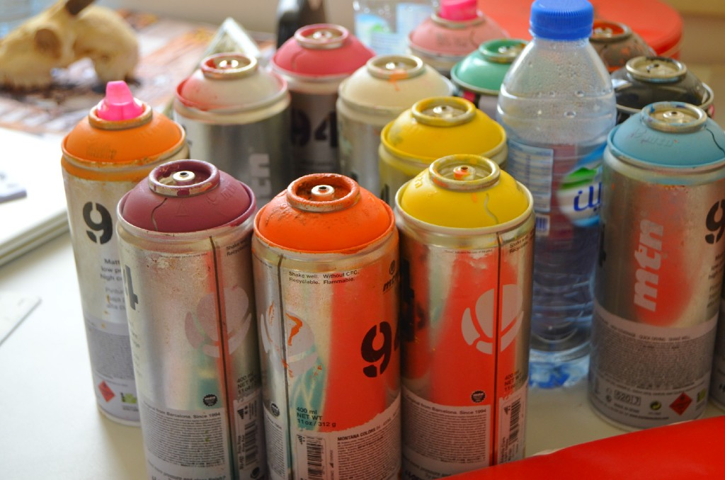 When Ruben works outdoors, he always uses spray paint. A colourful selection of spray paint cans fill the artist's studio space.